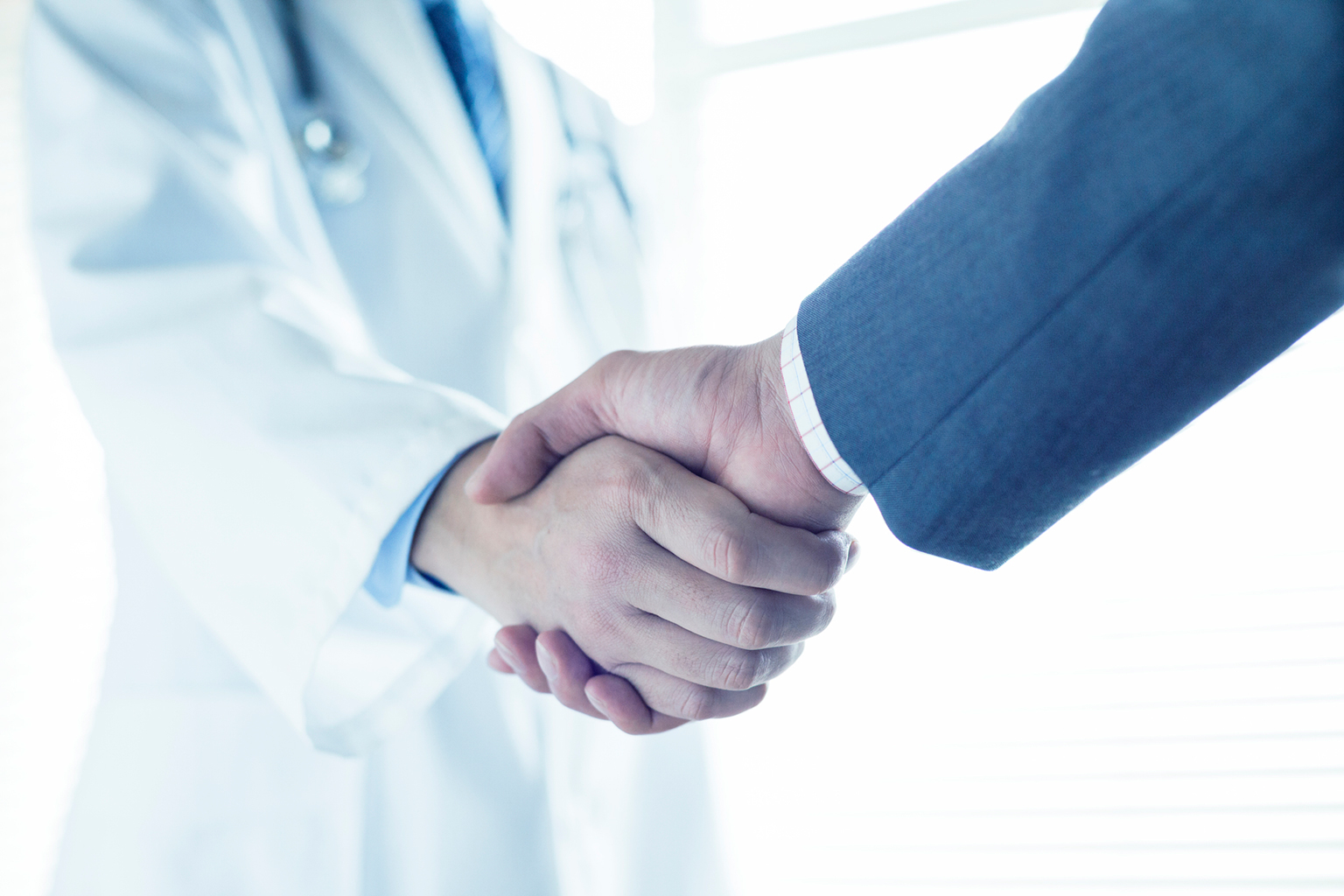 スカウト型でも無理に転職は勧めない。中長期的な視点で医師のキャリアアップを支援。